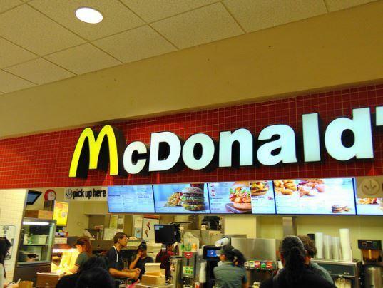 Laureati in fila per lavorare al Mc Donald's