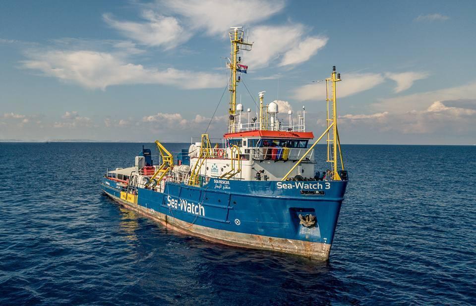 La Libia offre un porto alla Sea Watch, ma la Ong rifiuta e attacca l'Italia