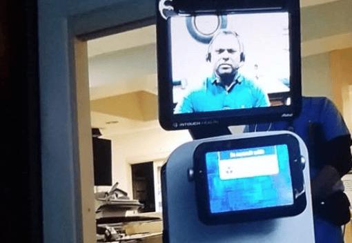 L'umanità perduta: in ospedale è un robot a dirgli che sta morendo