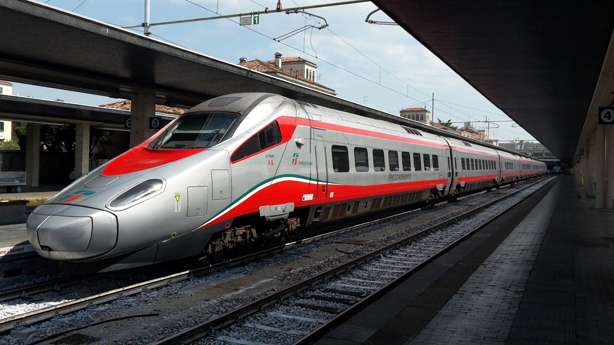 Trenitalia assume a Roma, Genova e Bari a tempo indeterminato: come candidarsi