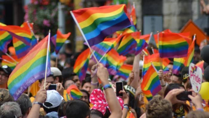 Si può essere gay senza sottostare alla lobby lgbt?
