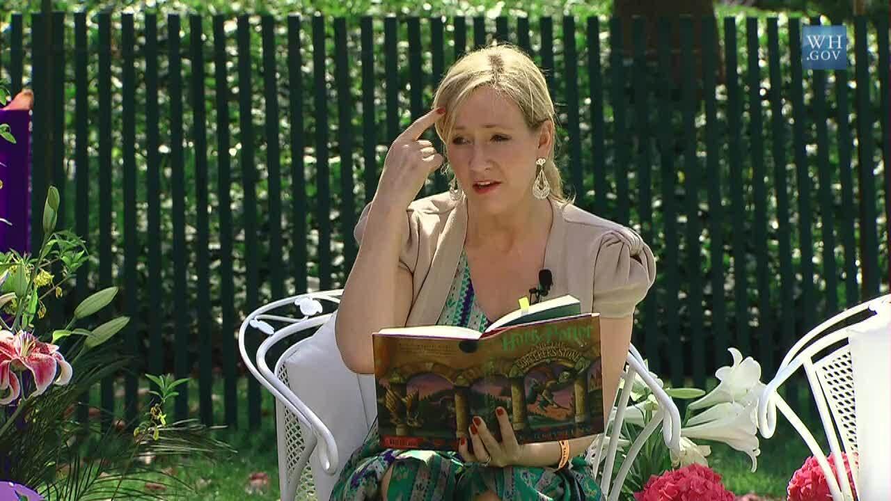JK Rowling: Harry Potter potrebbe rivelarsi bisessuale nella nuova serie di libri