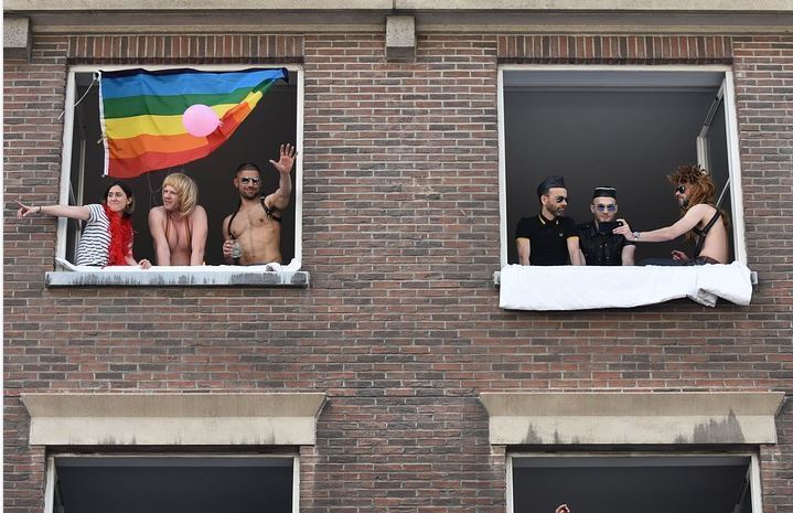 Nota azienda licenzia un dipendente cristiano: 'O sostieni i gay o sei fuori'