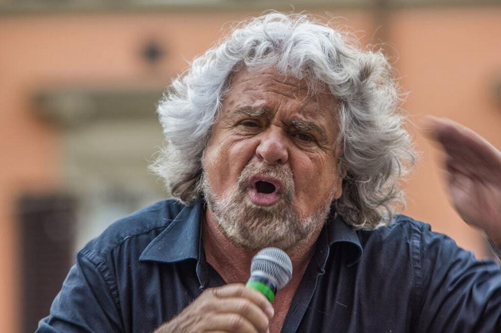 """Eutanasia, Grillo: """"Non siate bacchettoni"""". Pro Vita & Famiglia: """"Canto mortifero"""""""