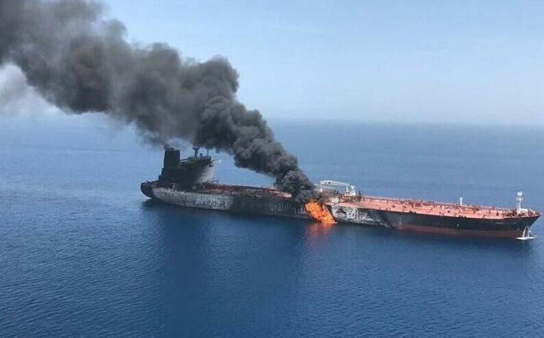 Esplosione in una petroliera iraniana: colpita da due missili?