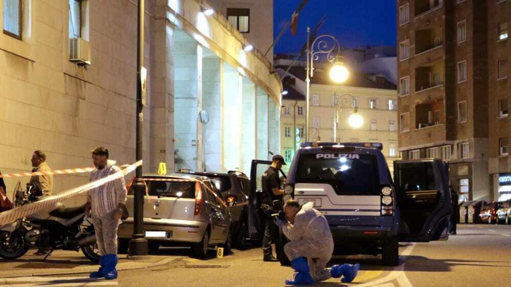 """Poliziotti uccisi a Trieste, la madre dell'omicida: """"Più volte segnalato ai servizi sociali"""""""