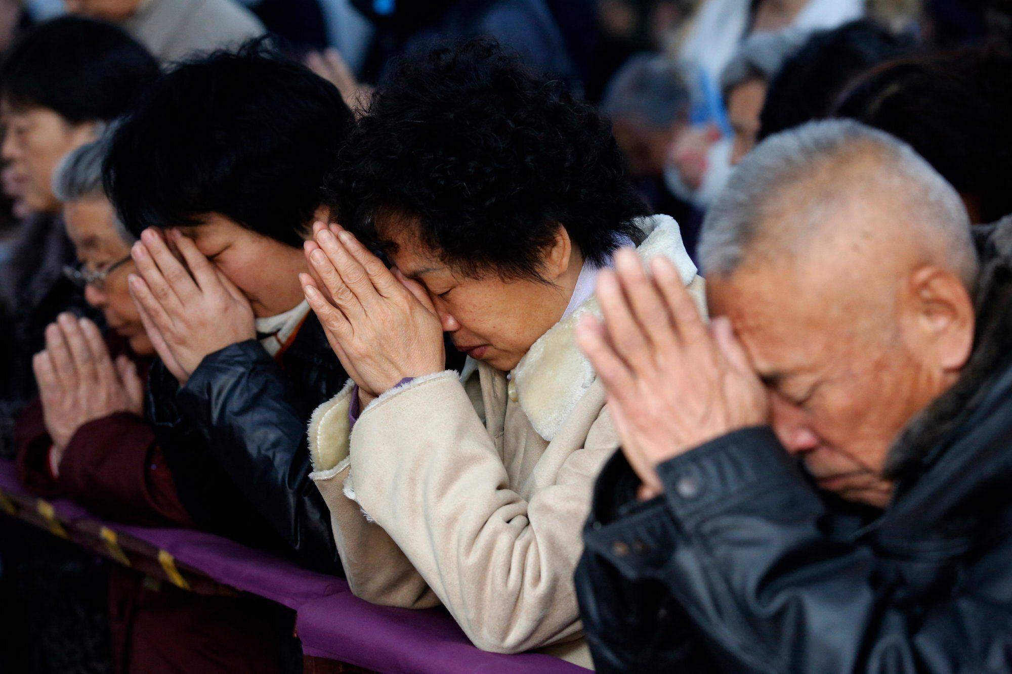 In Cina è sempre più difficile per i Cristiani: stop ai battesimi