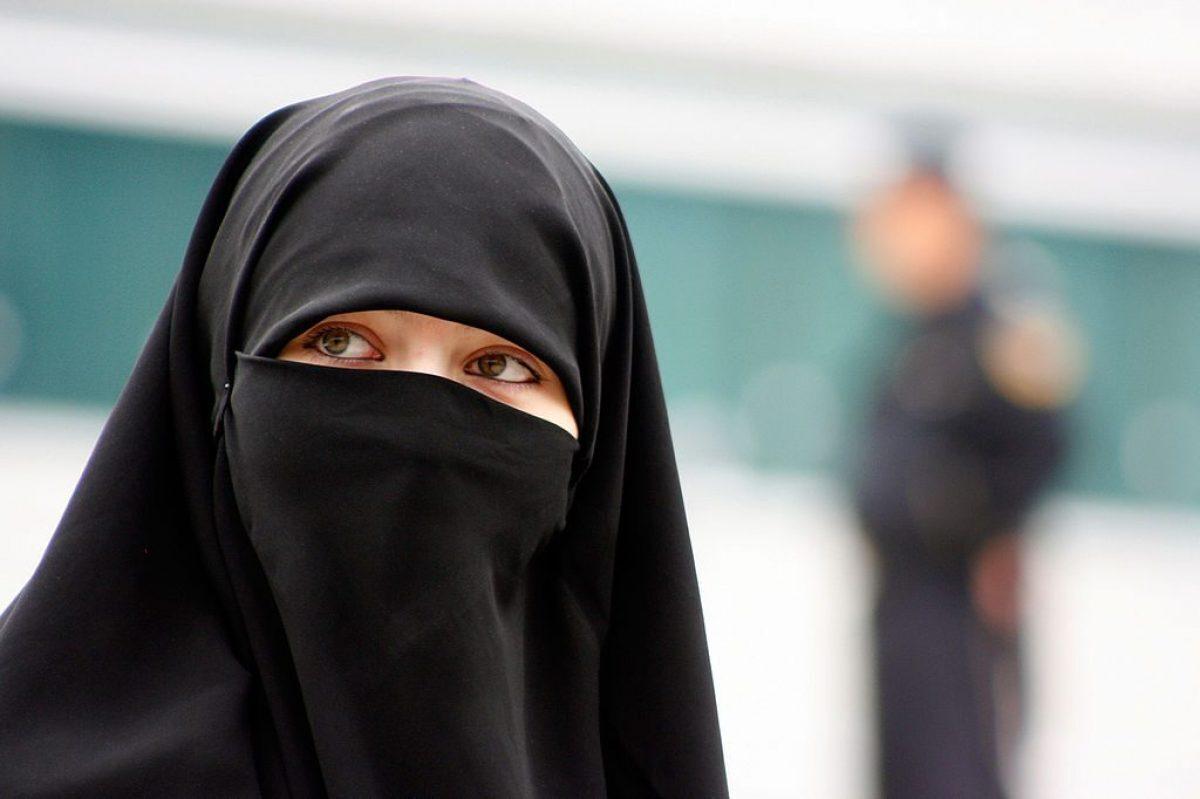 Velo islamico in Italia: cosa dice la legge?
