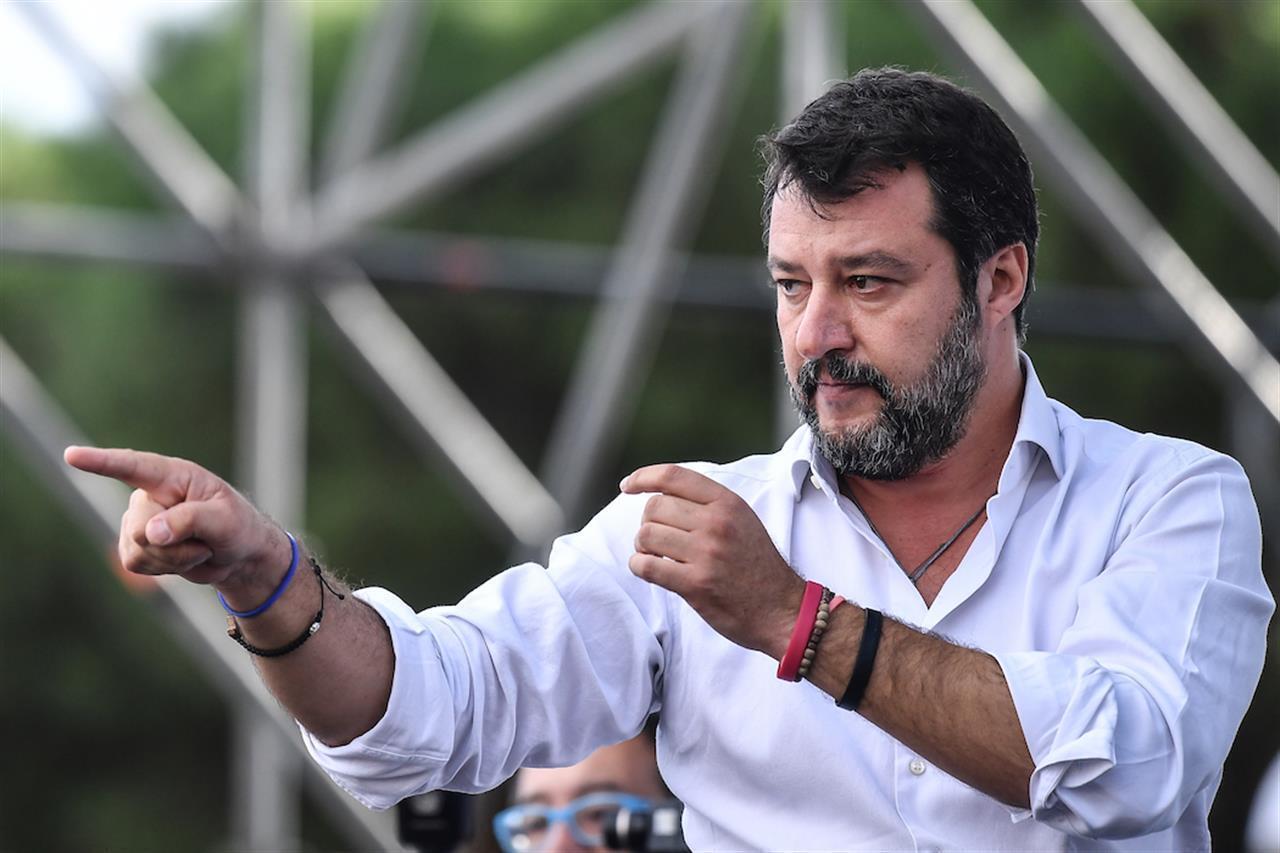 """Salvini al congresso della Lega: """"L'Italia è cristiana fino al midollo"""""""