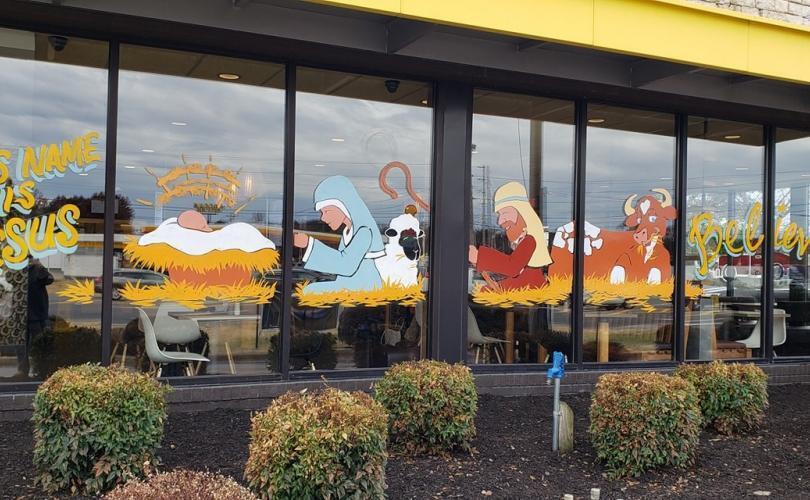 Negli USA c'è una vetrina di McDonald's con il presepe