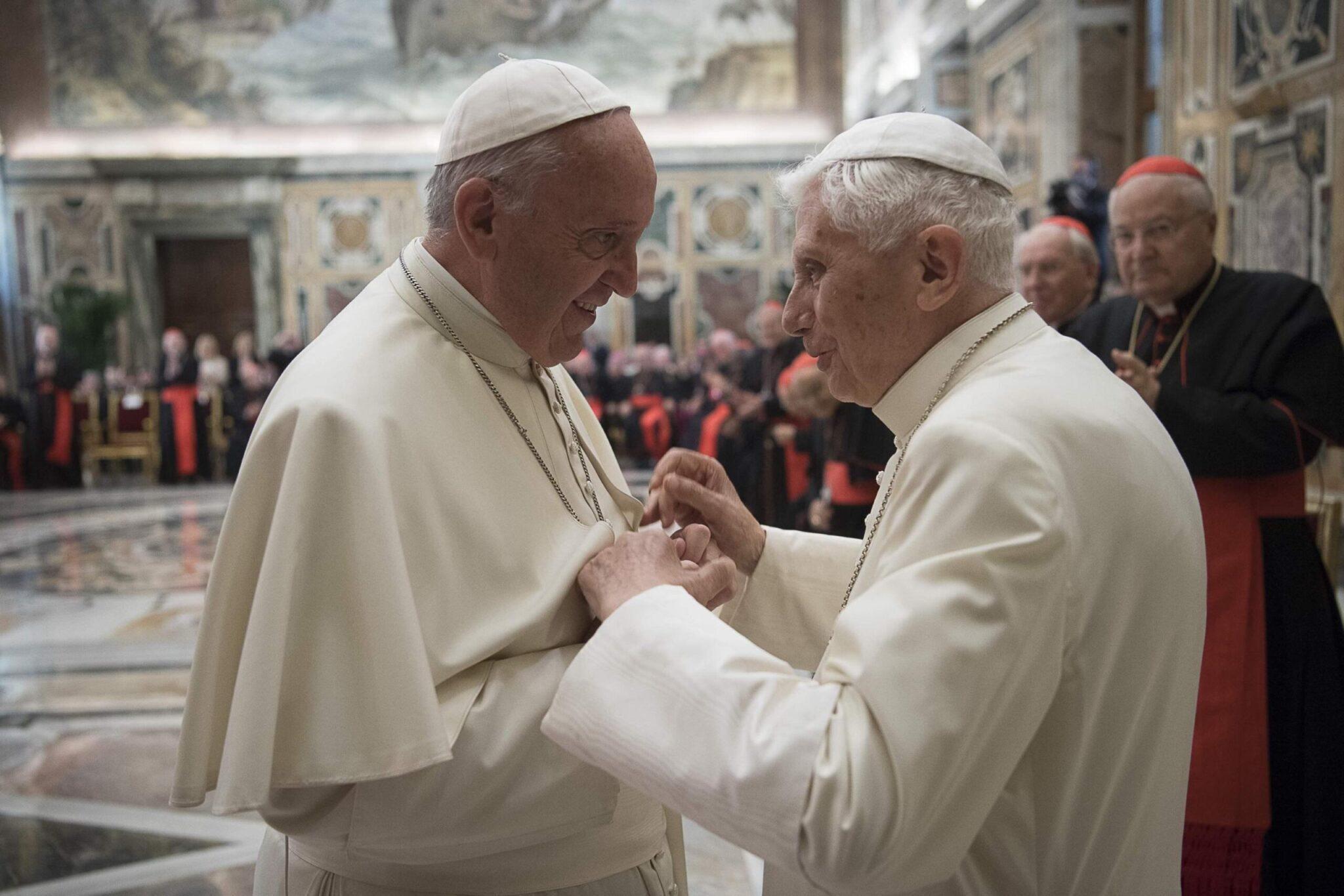 "Celibato dei sacerdoti, papa Ratzinger: ""Non posso tacere"""