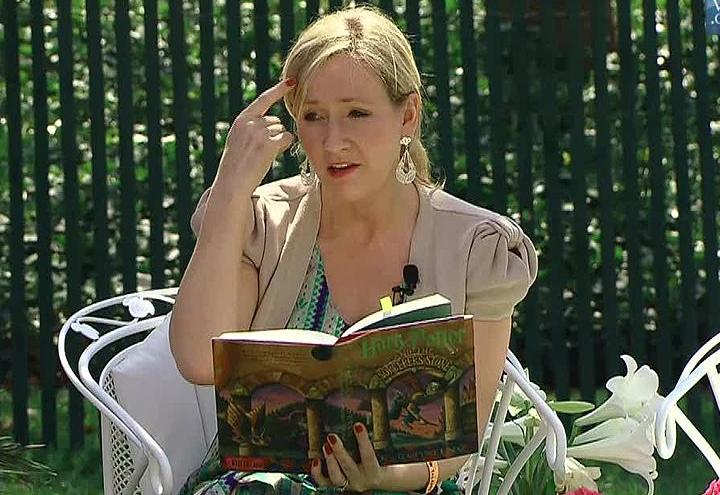 JK Rowling, la scrittrice di Harry Potter, accusata di transfobia