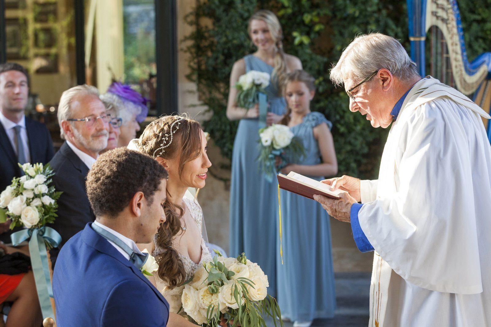 «Sesso solo tra persone etero sposate»: la posizione della Chiesa d'Inghilterra