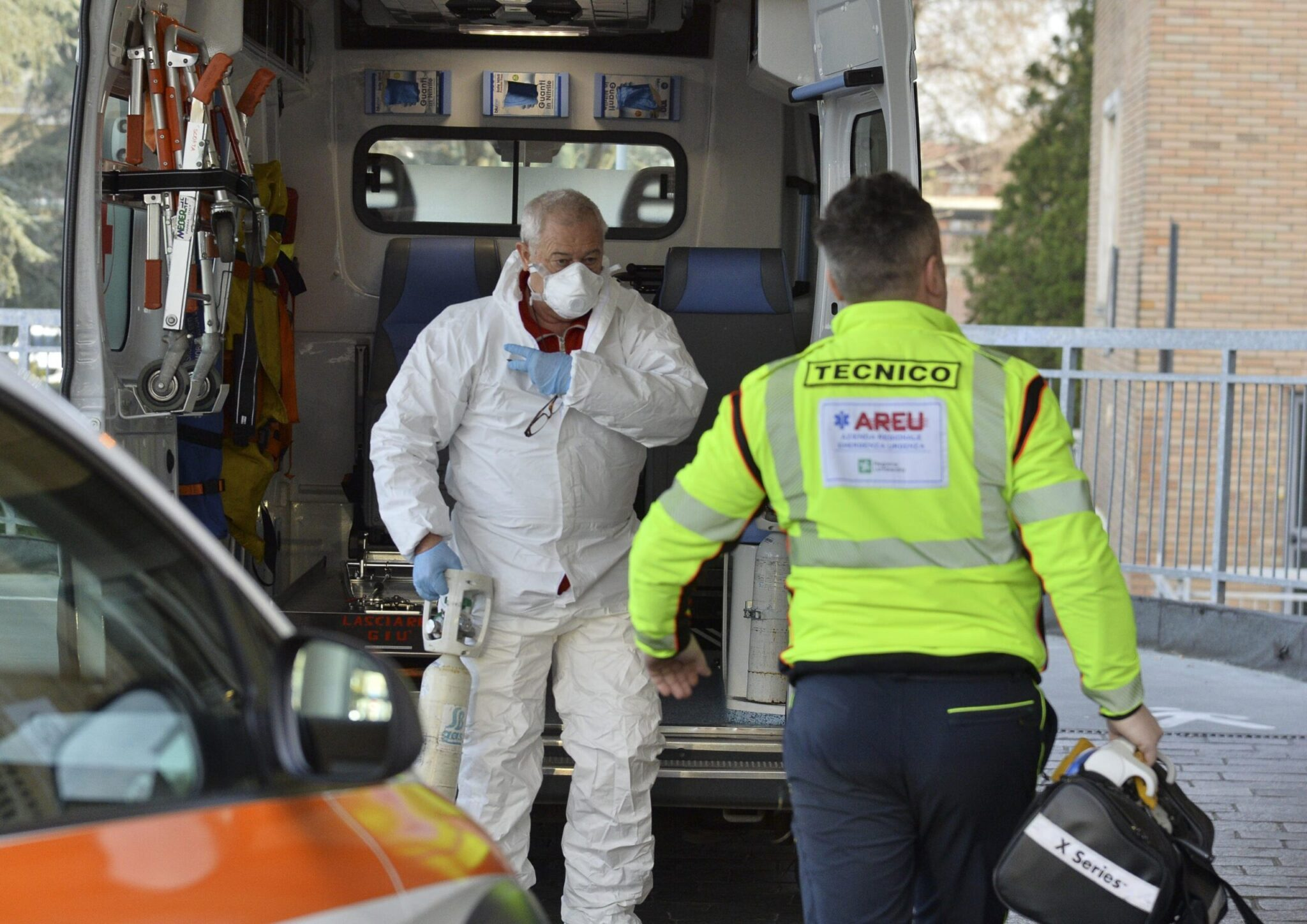 """Coronavirus, nuovi casi in Italia ma Fontana: """"Poco più grave di una normale influenza"""""""