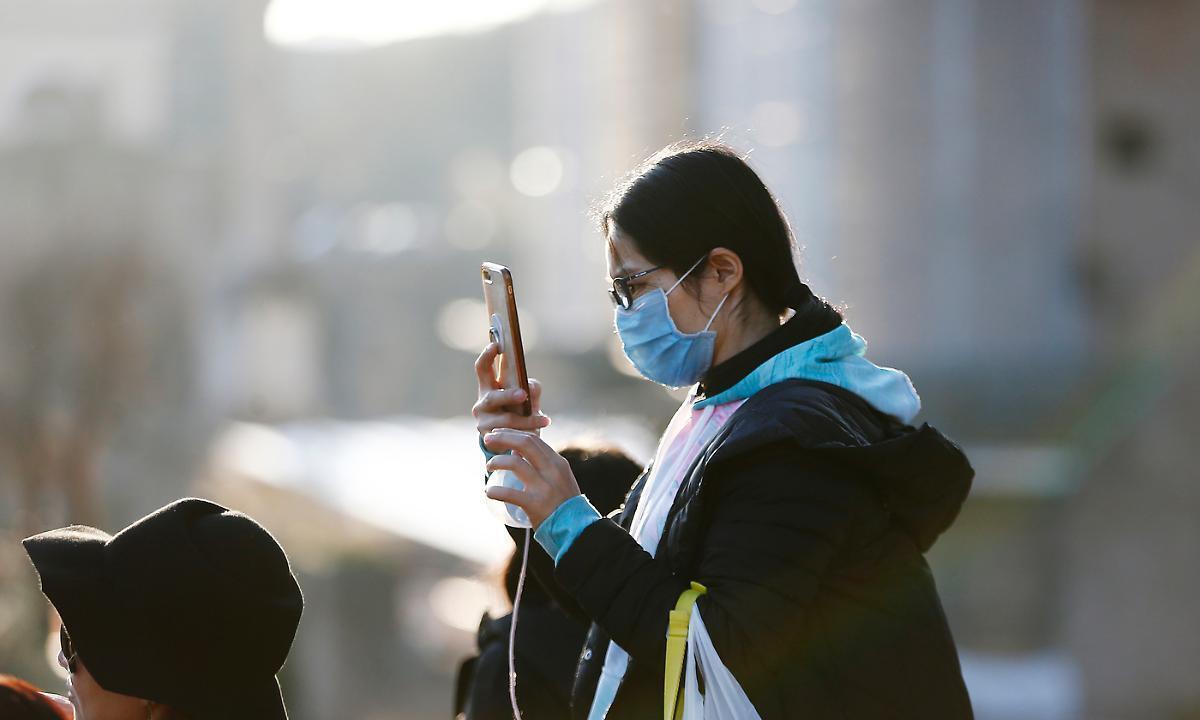 """Psicosi coronavirus, giovane cinese """"persona sgradita"""" in un autobus"""