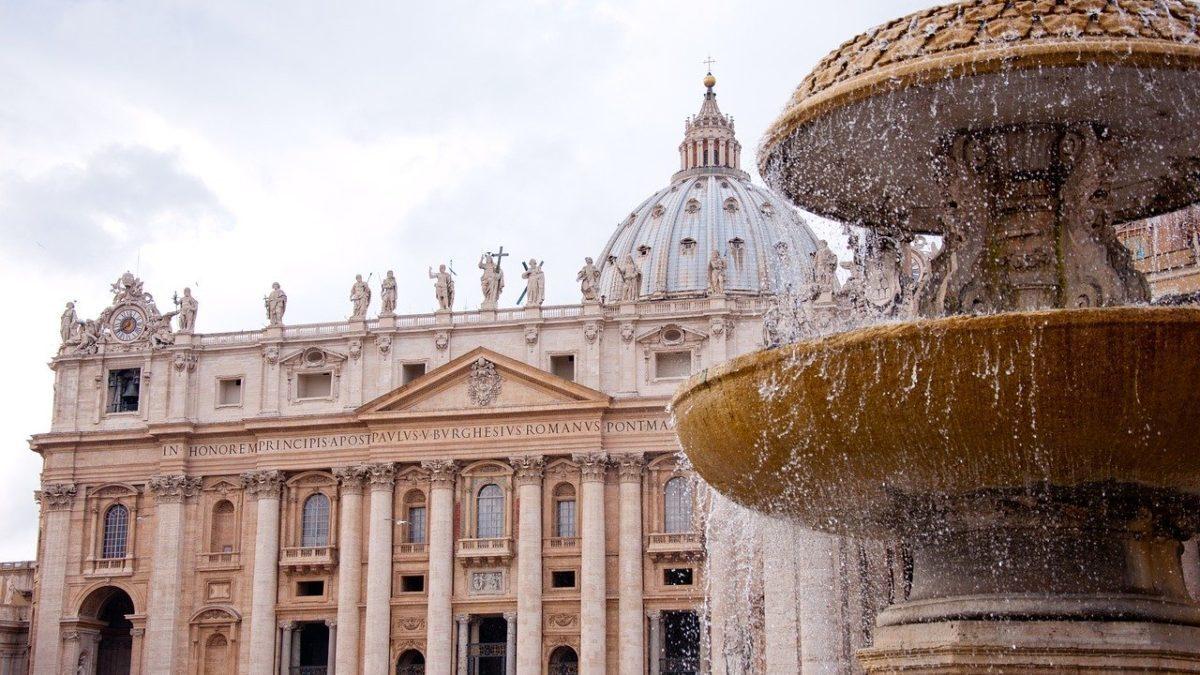 Chiesa cattolica, via libera a battesimi, funerali e matrimoni celebrati dai laici