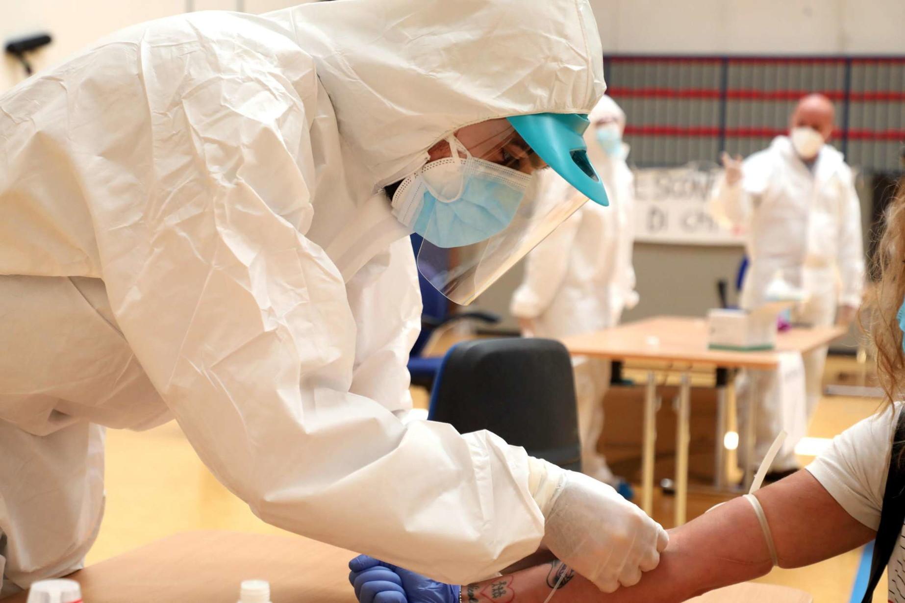 Il Covid-19 è nato nei laboratori di Wuhan? L'inquietante articolo del Washington Post