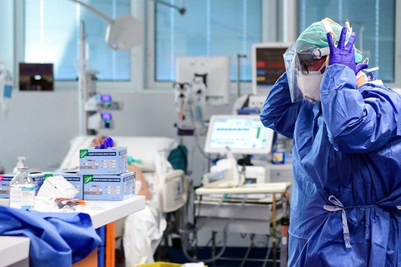 Coronavirus, tornano a salire i contagi in Italia: 5.901 nuovi casi, 41 vittime