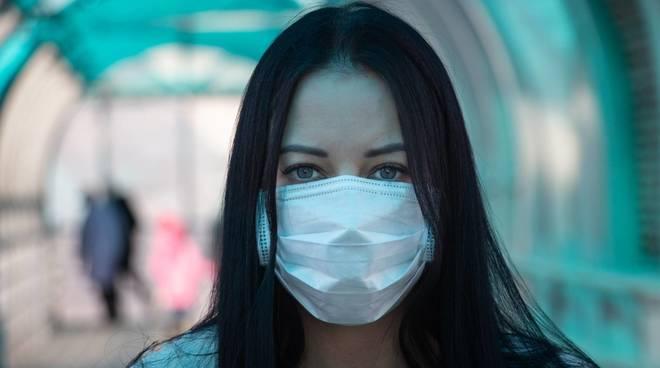 Da oggi niente mascherine all'aperto: tutte le regole sull'utilizzo