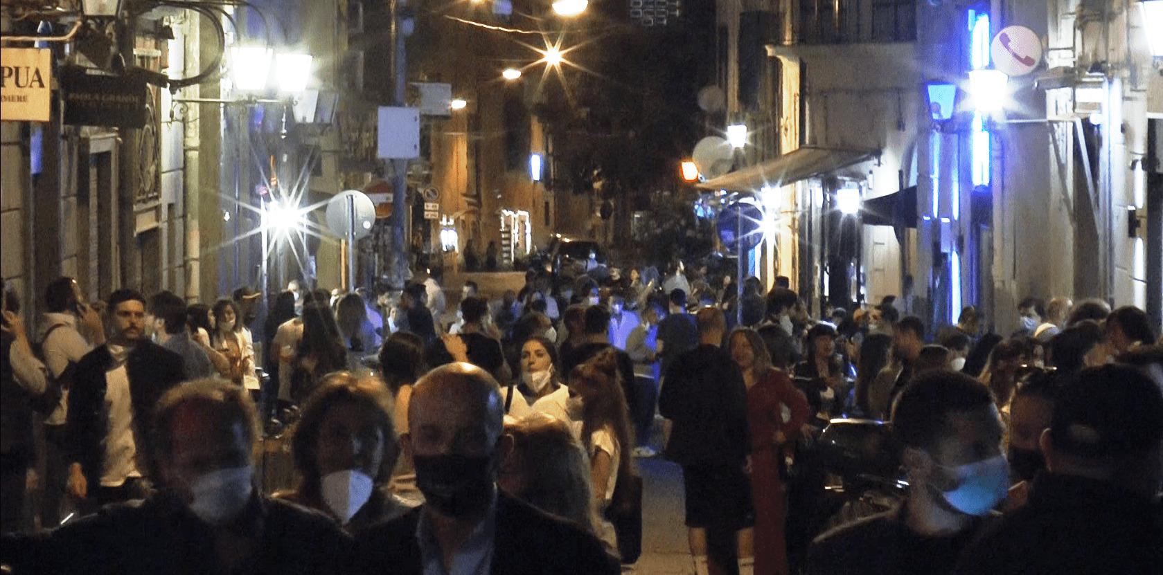 """""""Notte di follia collettiva a Napoli"""", traffico bloccato fino alle 4"""