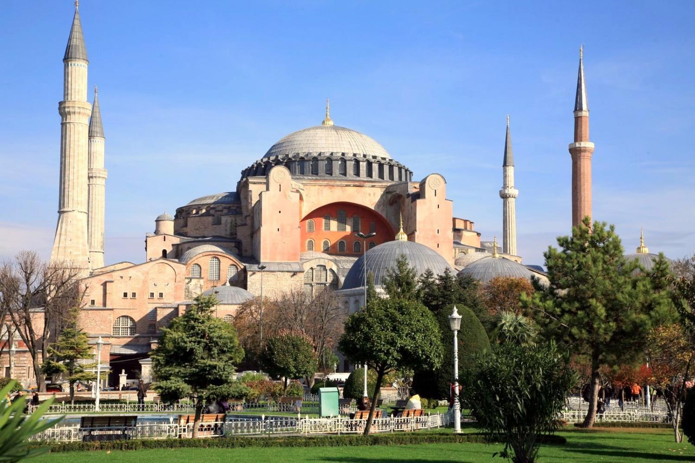 Basilica di Santa Sofia convertita in moschea, dure reazioni di Meloni e Salvini