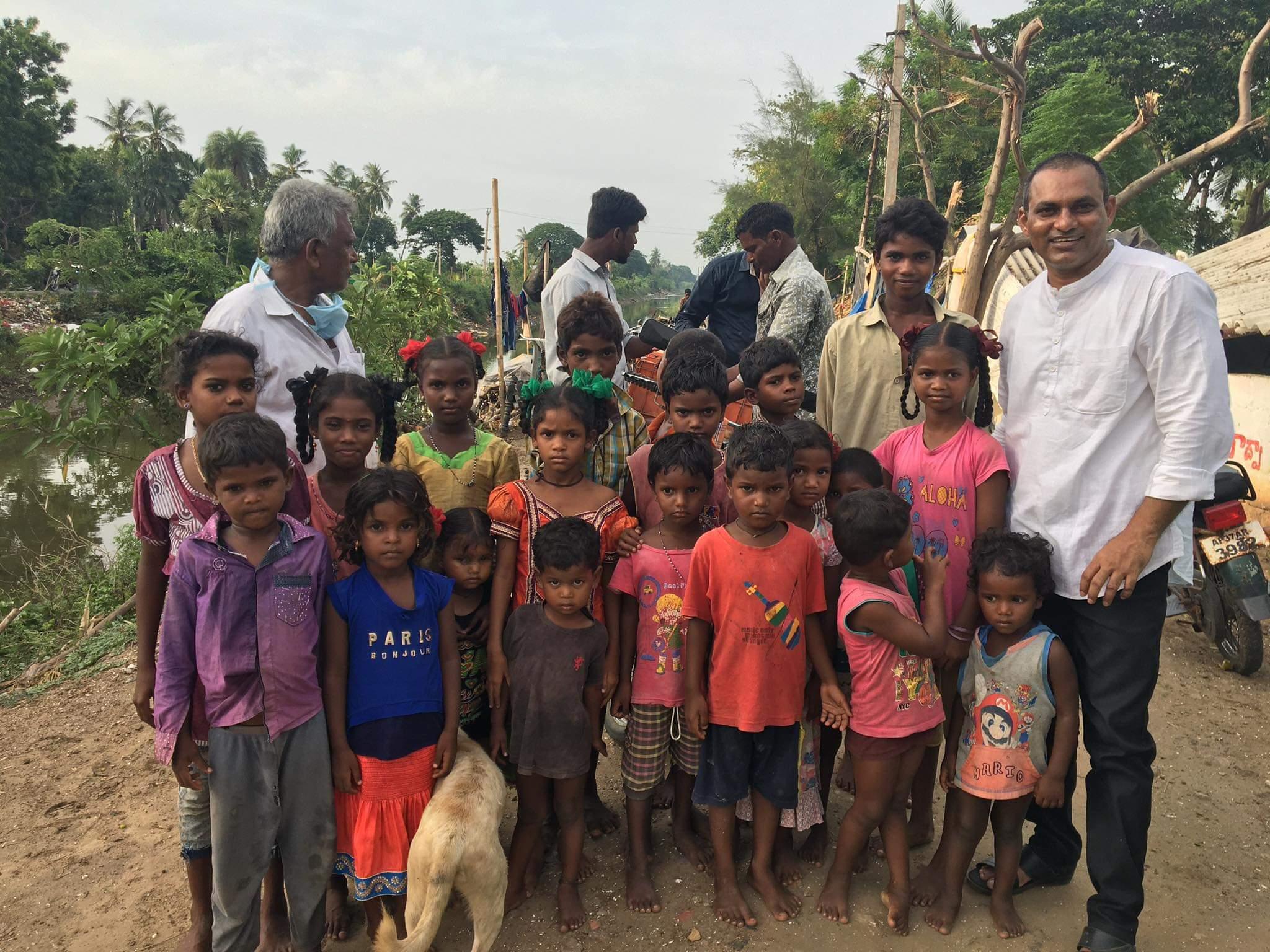 """La missione di padre Suresh: """"Sconfiggere la povertà portando la Parola di Dio"""""""