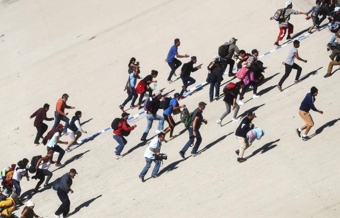 Migranti a Caltanissetta: 80 ritrovati dopo la fuga in massa dal centro di Pian del Lago