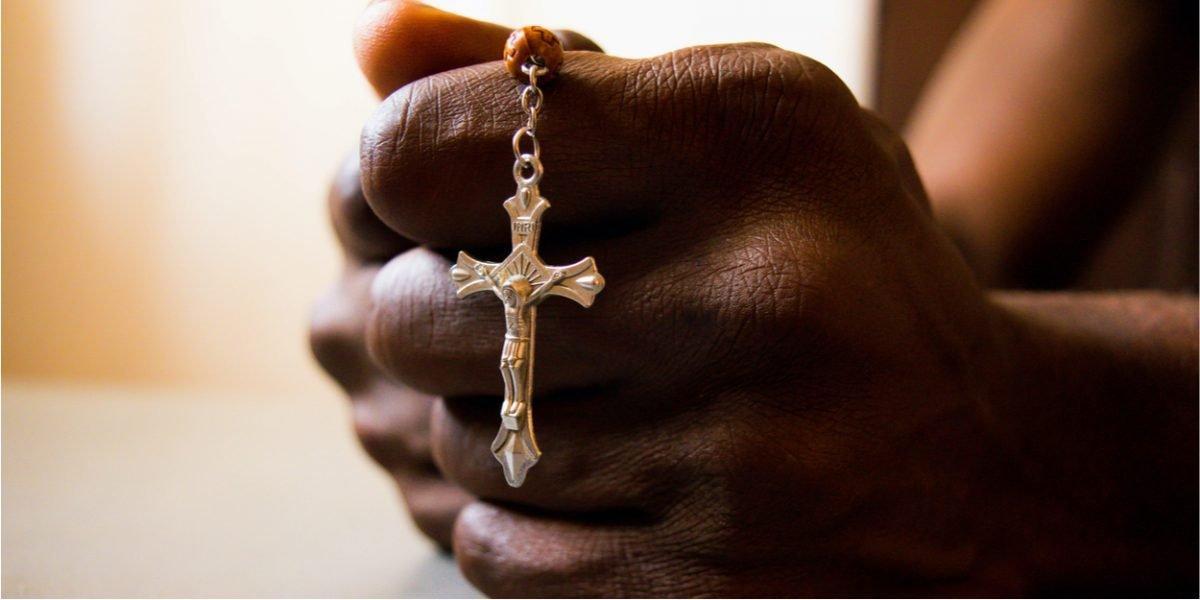 Nigeria, cristiani perseguitati: un sacerdote seppellisce altri 21 morti