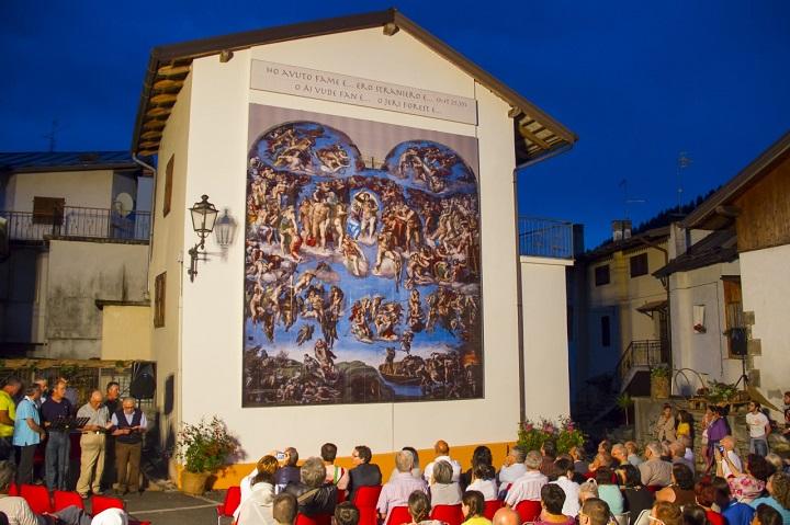 """In Friuli una straordinaria """"Bibbia a cielo aperto"""" fatta da migliaia mosaici"""