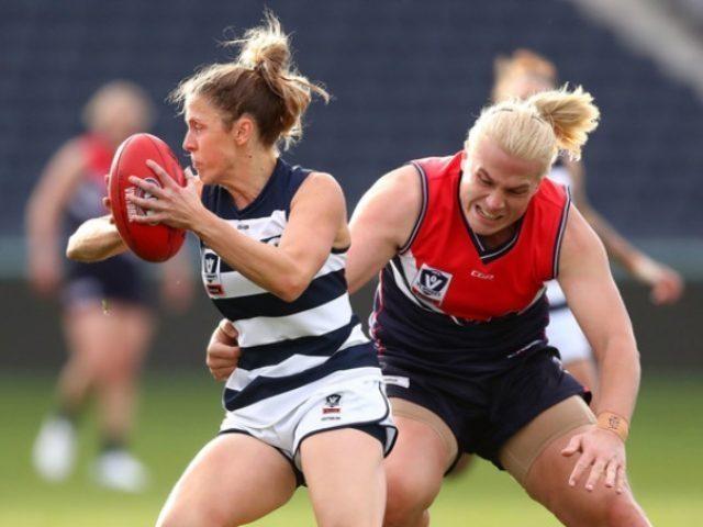 """Stop al rugby per le donne transgender, la federazione:""""Sono più forti rispetto alle donne"""""""