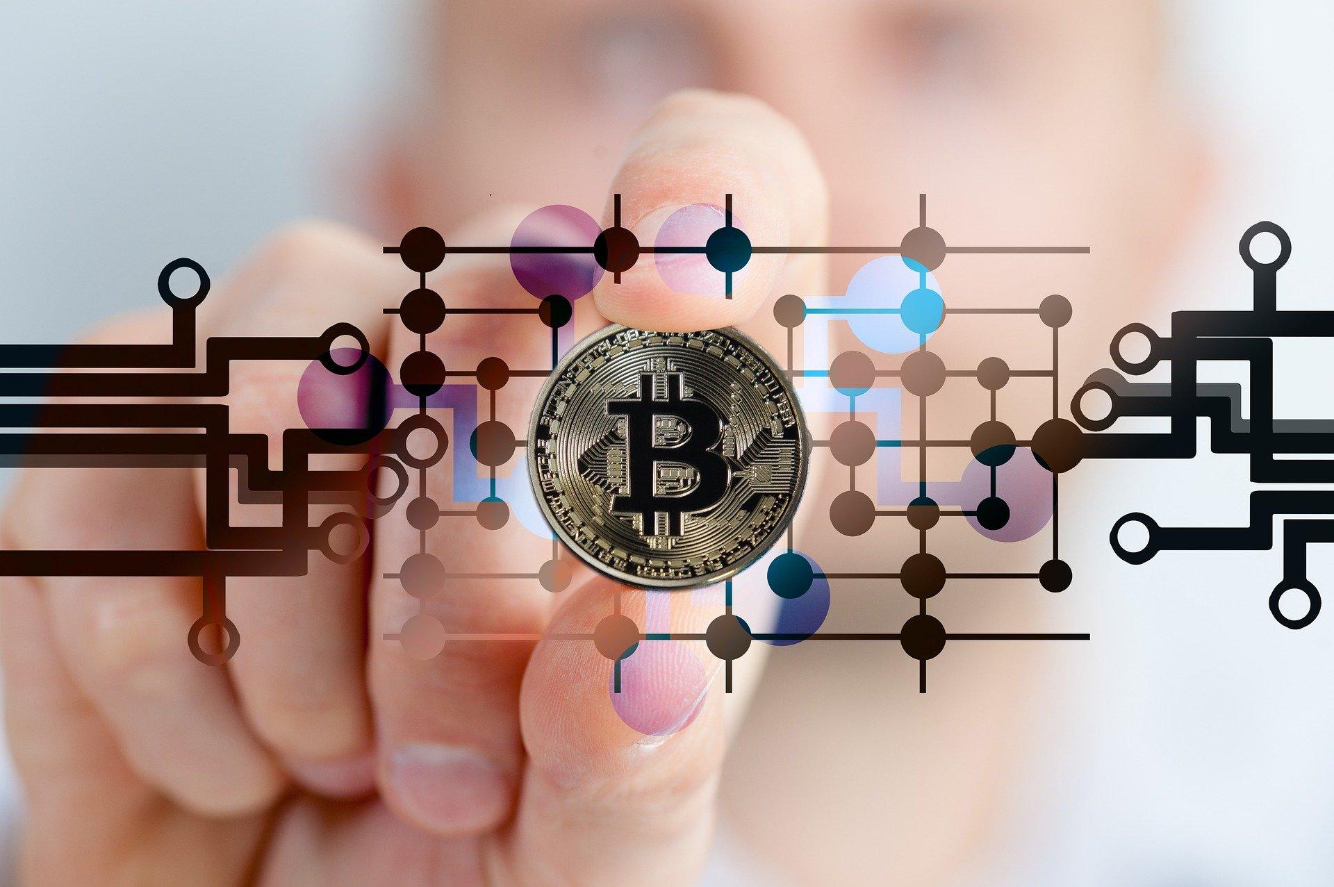Vola il Bitcoin, le criptovalute saranno il futuro del mondo finanziario e dei pagamenti?