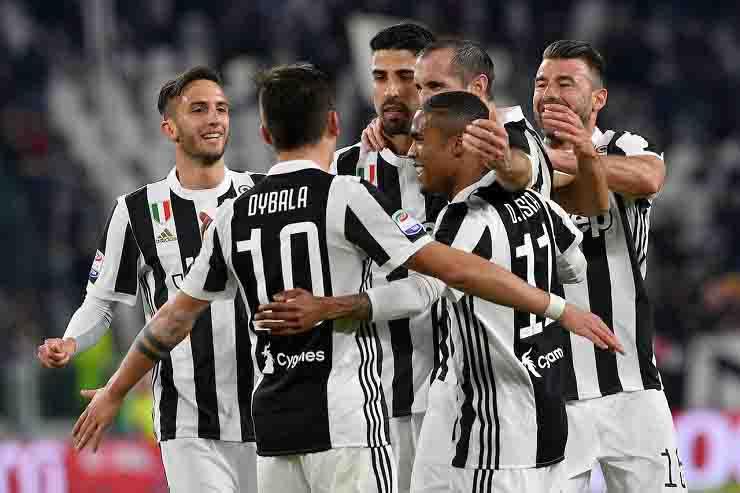 Covid-19, due giocatori della Juventus violano l'isolamento: l'Asl li segnala alla Procura