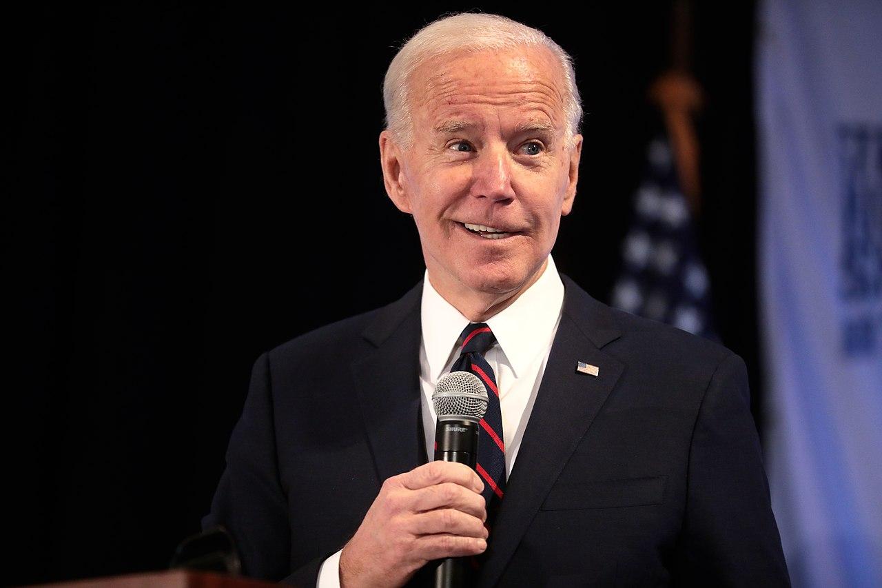Il presidente Biden vuole costringere i medici a eseguire interventi chirurgici per i transgender