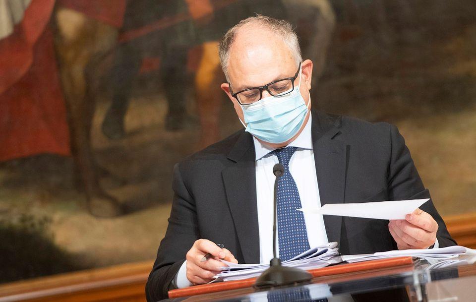 """Ballottaggio Roma, Gualtieri favorevole alla legalizzazione dell'utero in affitto: """"Un assist politico inquietante"""""""