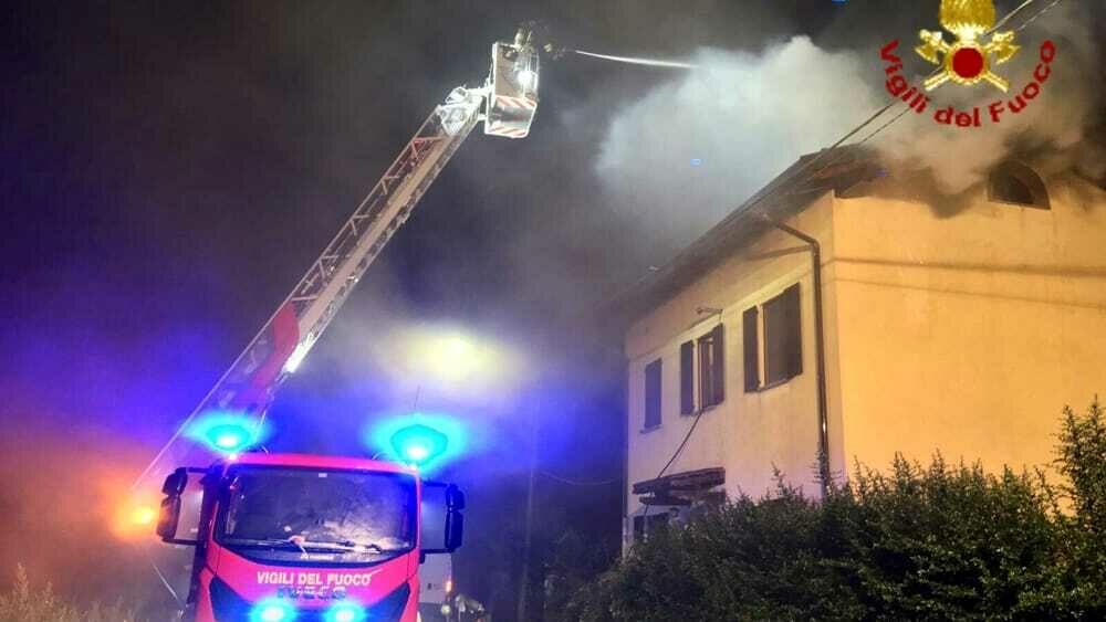 Villa in fiamme in Brianza, gravissime una donna e una bambina di 9 anni