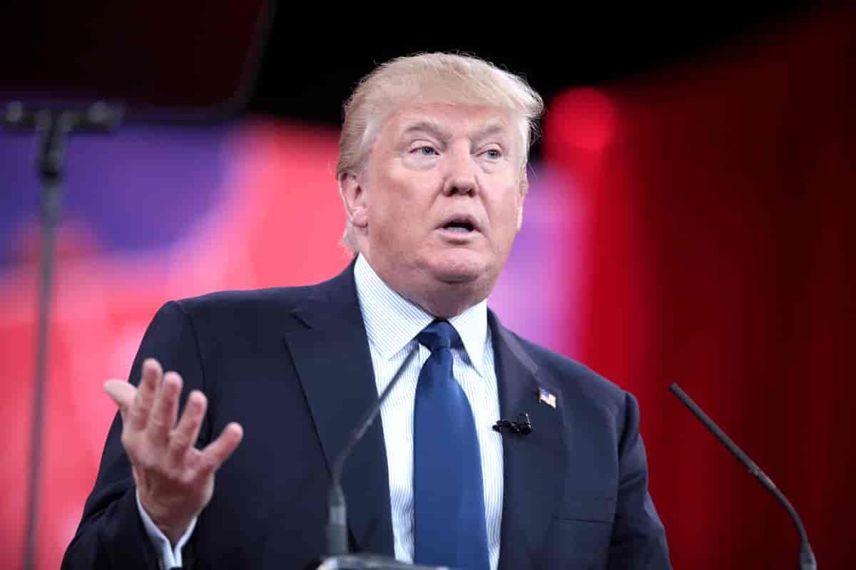 Gli ultimi graziati da Donald Trump: assenti in lista il tycoon e i suoi figli