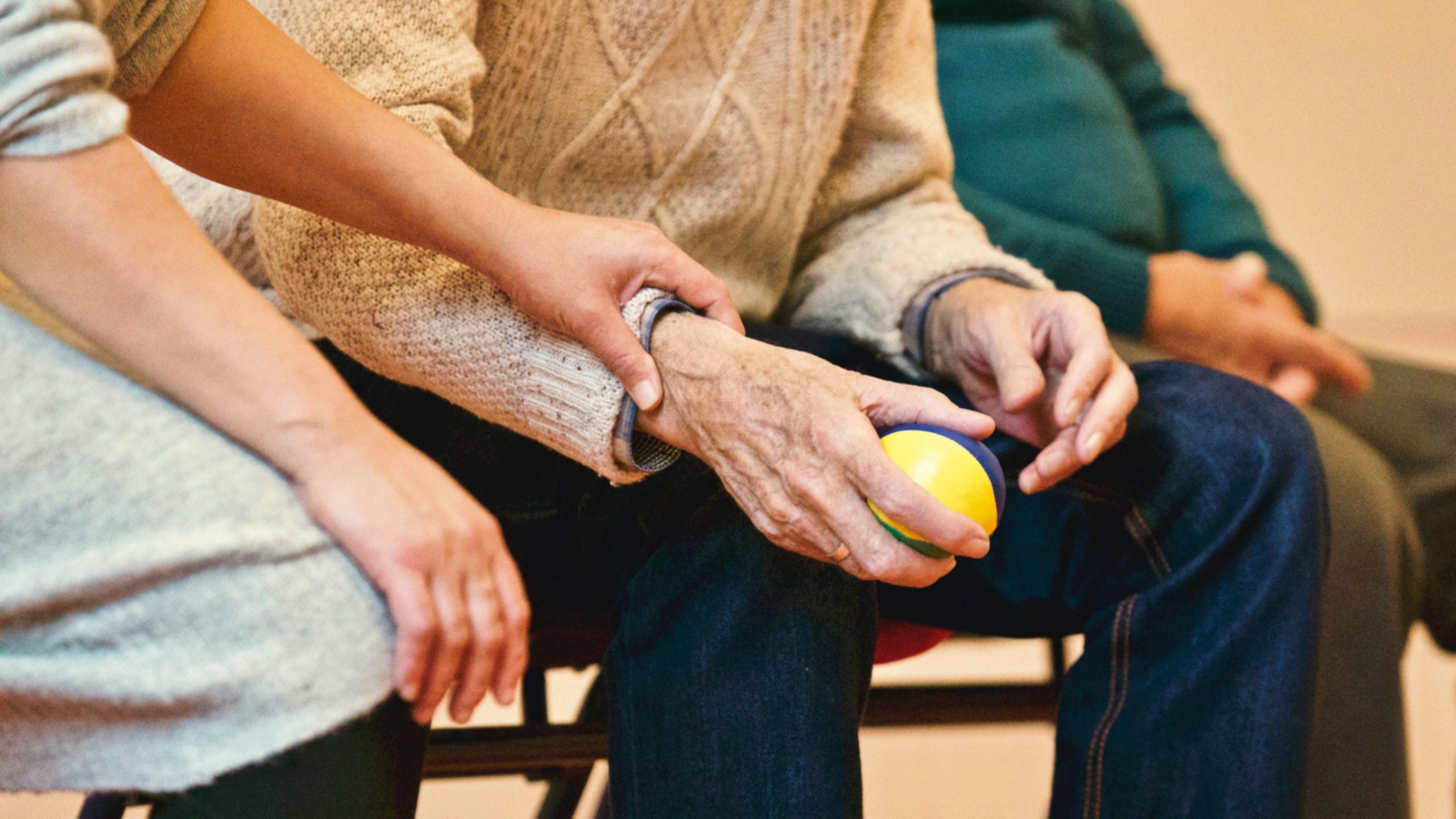 Come scegliere la badante per un parente anziano, i consigli migliori