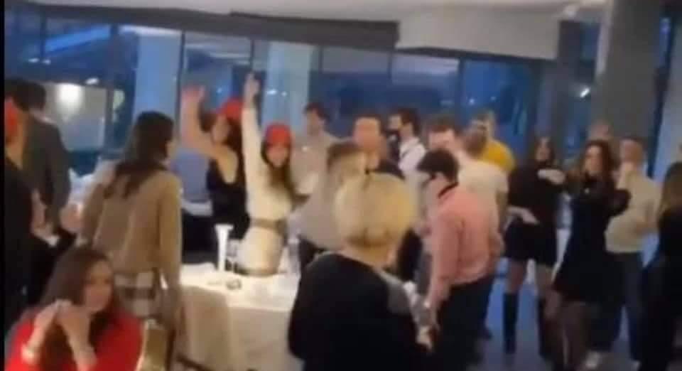 """Mega festa di Capodanno sul Garda, il gestore del resort: """"L'ho fatto per sopravvivere"""""""