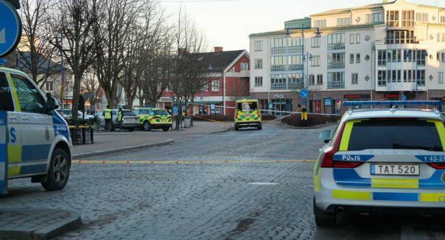 Attacco terroristico in Svezia, otto persone accoltellate: arrestato l'assalitore