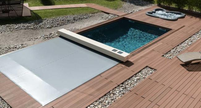Area piscina: il fascino minimal delle coperture calpestabili