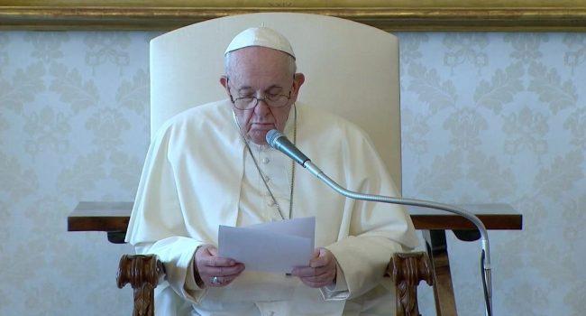 Papa Francesco: le preghiere si propagano con o senza messaggi sui social