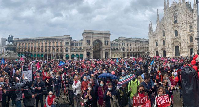 """Il Family Day a Piazza Duomo contro il Ddl Zan: """"Non accettiamo bavagli"""""""