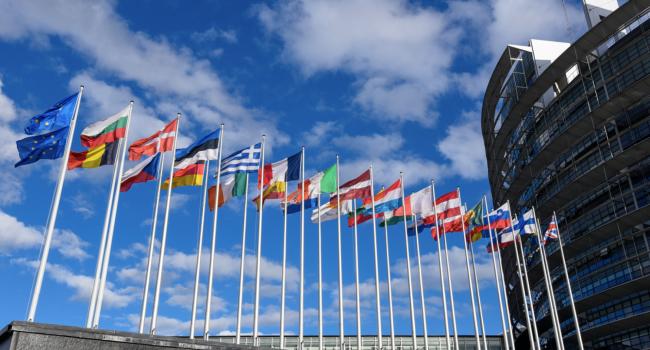 """L'Europarlamento chiede l'aborto come """"diritto umano"""", la Chiesa: """"Difenderemo sempre la vita"""""""