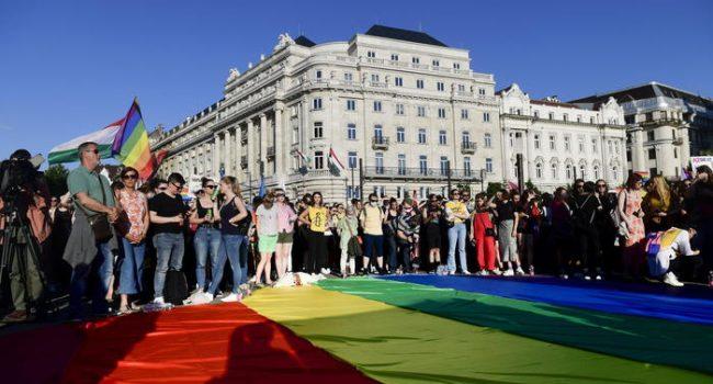 L'Ungheria vieta la promozione dell'omosessualità ai minori