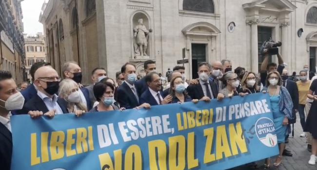 """Fratelli d'Italia in piazza contro il Ddl Zan: """"No al pensiero unico imposto dall'ideologia gender"""""""