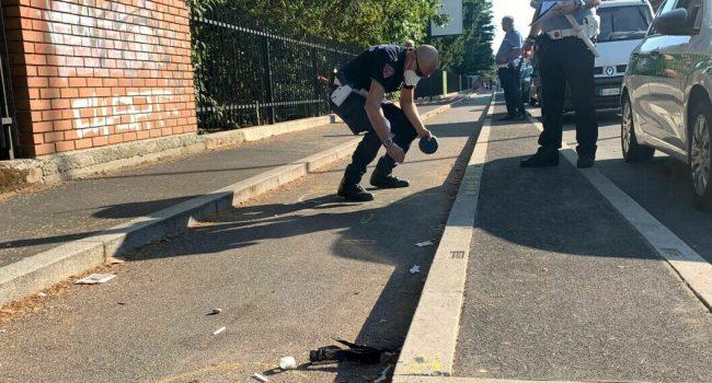 Prova il monopattino dell'amico e cade, morto un 13enne a Milano