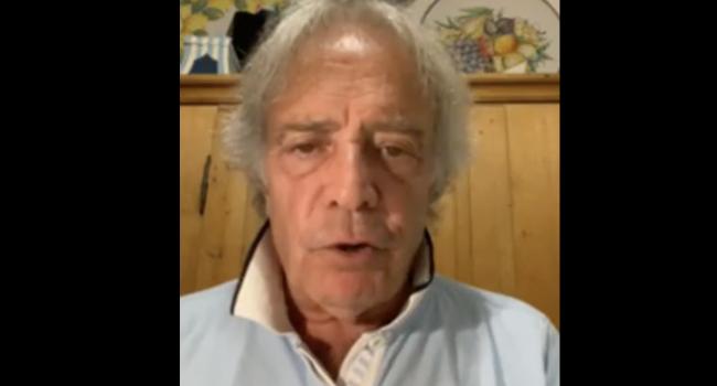 """Vaccini, Enrico Montesano sui social: """"Non ci rompete i **** con il green pass, è da nazisti"""""""