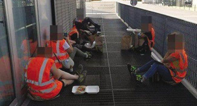 Ikea, i dipendenti senza green pass mangiano per terra