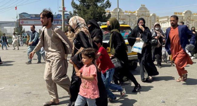 """Afghanistan, il grido di aiuto di un ex interprete: """"L'Italia mi porti via da qui, i talebani uccidono i bambini"""""""
