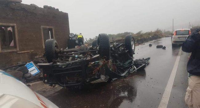 Tromba d'aria a Pantelleria, auto sollevate per decine di metri: due morti e 4 feriti gravi